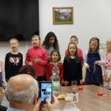 Děti potěšily kozmické seniory